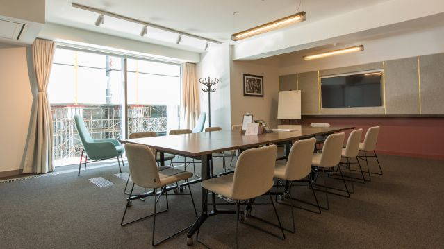 Medium meeting room with rectangular table and pale chairs and pink and white walls at TOG building The Bloomsbury Building London